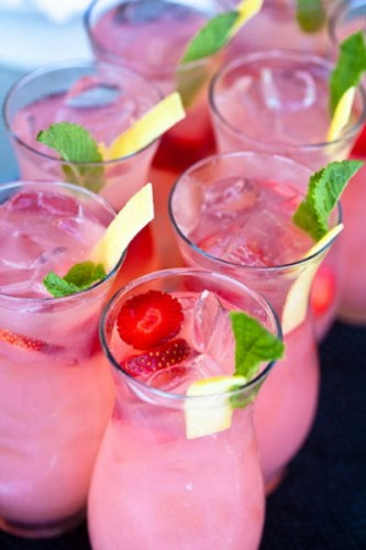 Vodka Strawberry Lemonade Sparklers