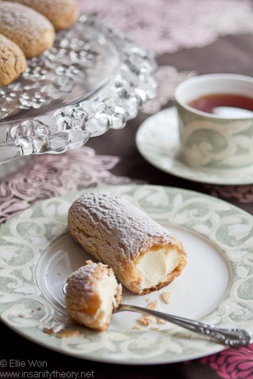Vanilla eclair pastries