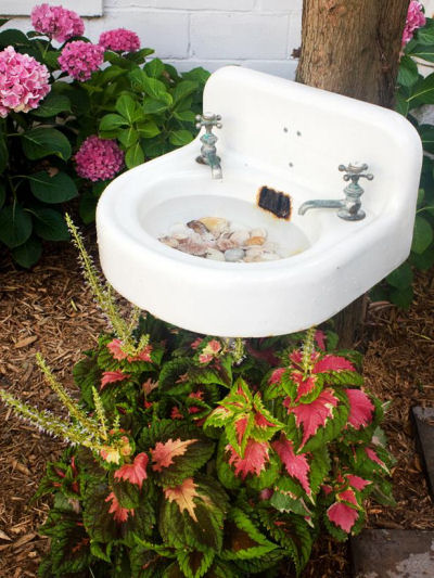 creative Bird Bath from, diynetwork.com
