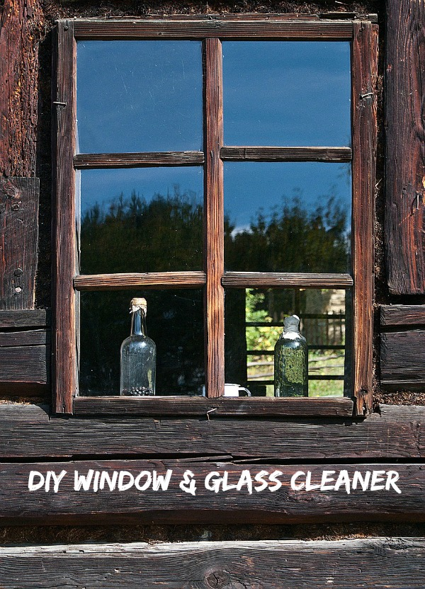 DIY homemade window and glass cleaner.