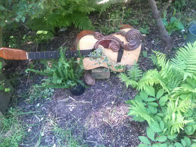 Guitar planter with Ivy.