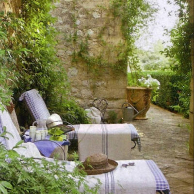 Lovely outdoor reading space
