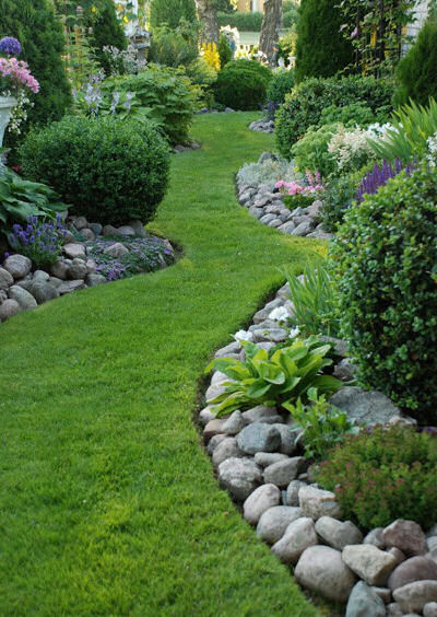 Interesting paths and walk ways the gardening cook for Path and border edging