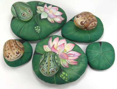 Rocks hand painted as frogs on lily pads. Adorable!