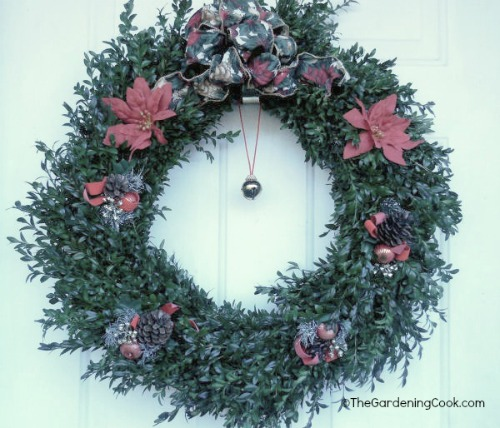 Boxwood Christmas wreath with Bell and decorations