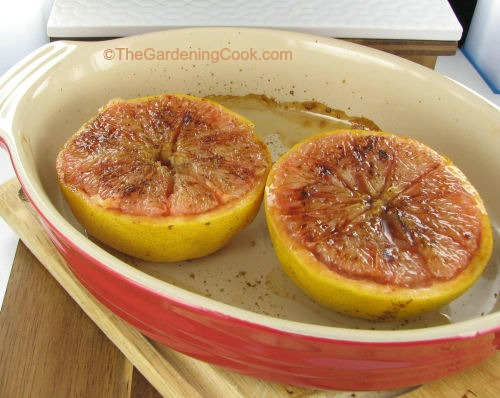 Baked grapefruit with cinnamon, brown sugar and cloves
