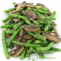 Green beans with mushrooms and garlic in wine and coriander