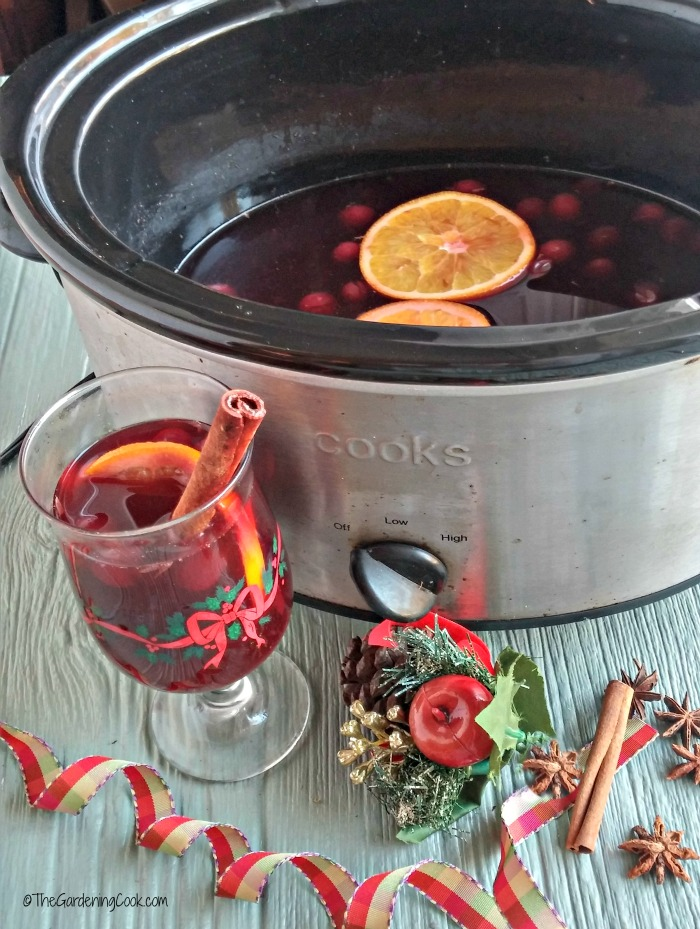 spiced wine in the slow cooker