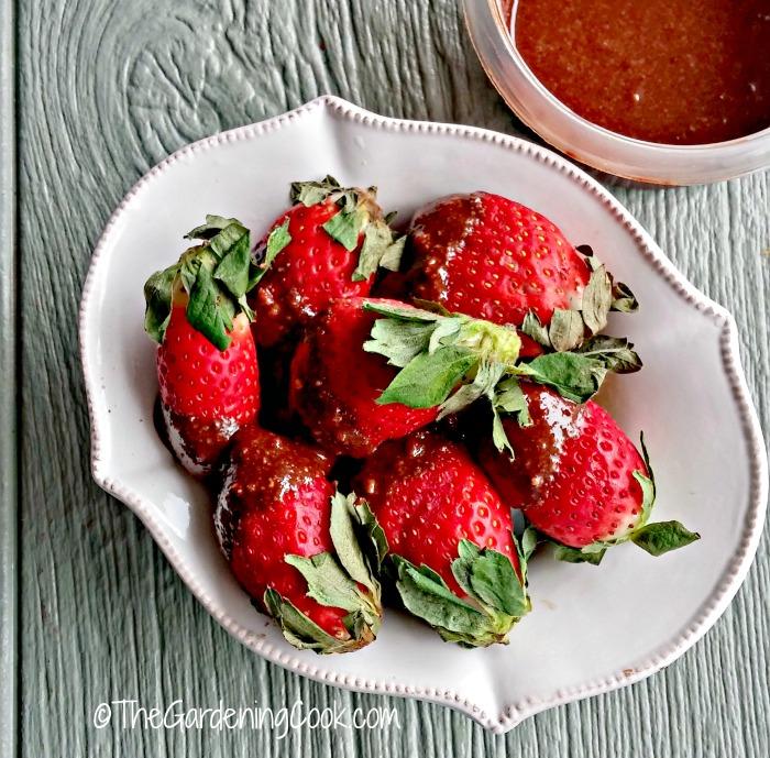 Paleo Chocolate hazelnut dipped strawberries
