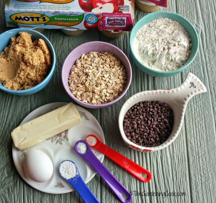 Ingredients for chocolatge oatmeal muffins
