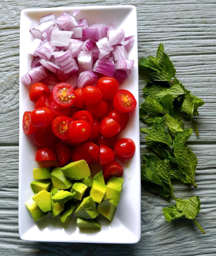 These fresh ingredients add lots of color to the tuna lettuce wraps