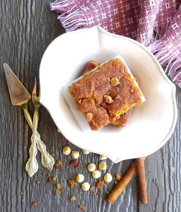 Do you like snickerdoodle cookies? Then you will love these snickerdoodle blondie bars!
