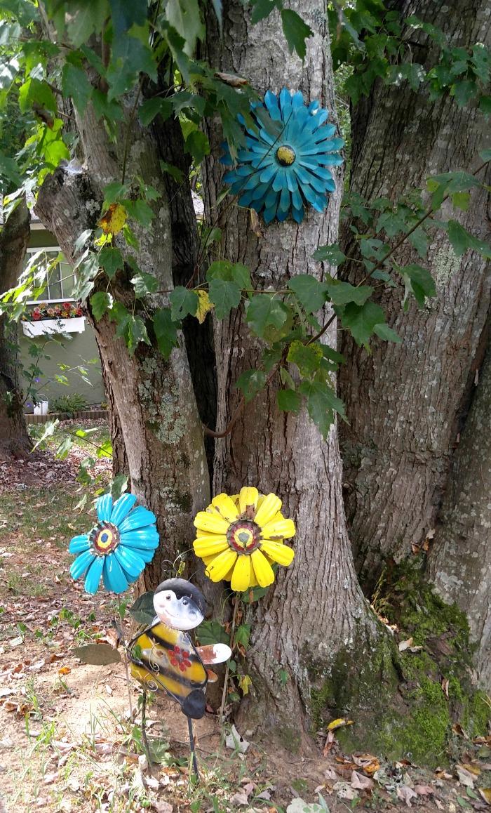 Garden metal yard art flowers and bee