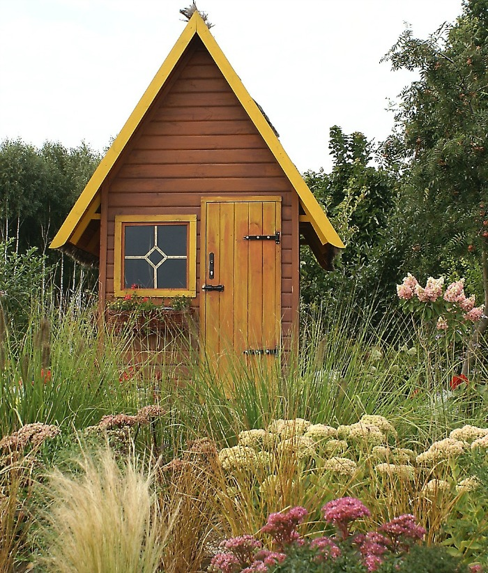 Garden sheds add a whimsical touch to a back yard for Shed roof cottage