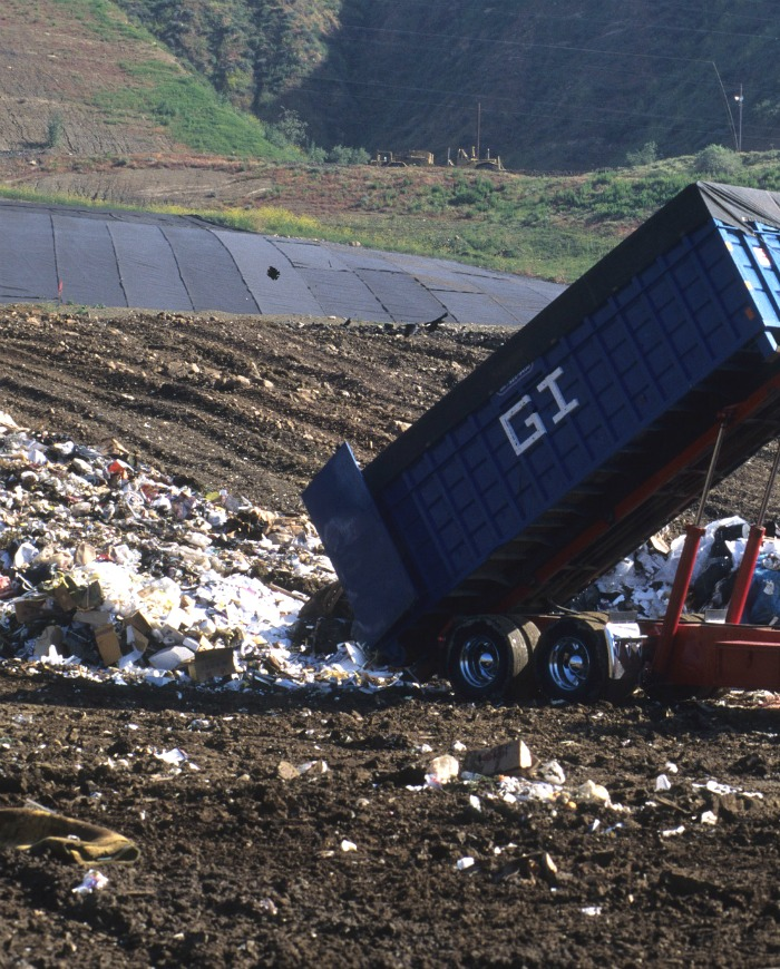 Garden waste and kitchen scraps make up 30% of the landfill volumes. Instead make compost!