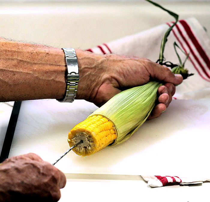 Shucking corn easily