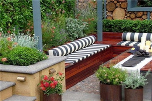 Patio with Striped cushions.