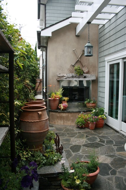 Narrow side yard patio