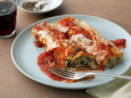 Lasagne rolls with proscuitto and mozarella