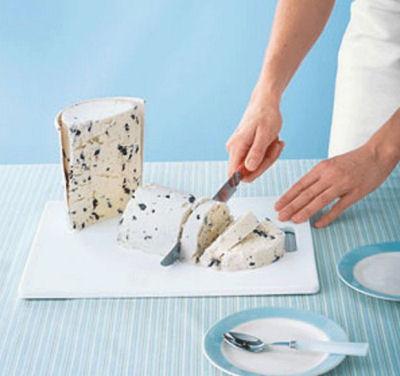 Cut icecream with a knife