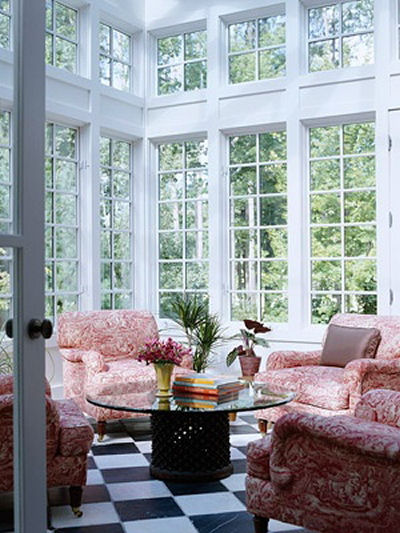Sun room with high windows and pink furniture