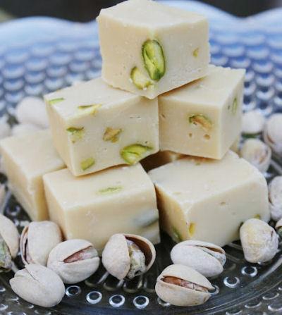 Bailey's Irish Cream, White Chocolate and Pistachio Fudge: Just 4 ingredients