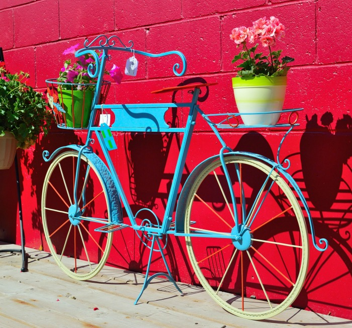 31 Fun And Whimsical Bicycle Planters For Your Garden And Yard
