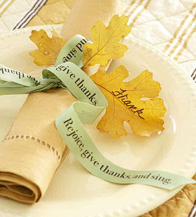 Be thankful ribbon wraps a napkin. I love the names on the leaves!