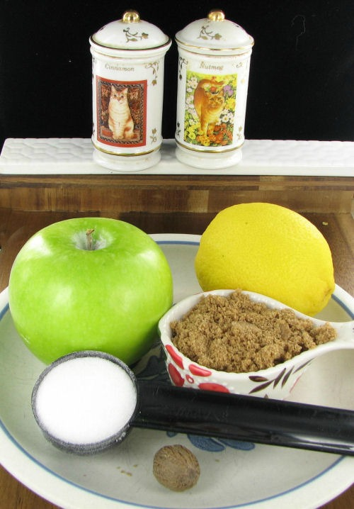 ingredients for Easy homemade applesauce