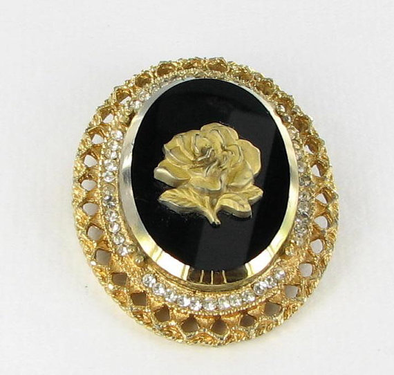 Black glass cameo style pin with rose