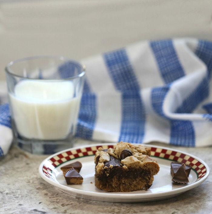 yummy chocolate peanut butter slice