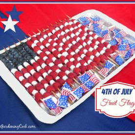 This patriotic fruit flag is easy to do, delicious and makes a great centerpiece for your holiday table. See how to make it at thegardeningcook.com/patriotic-fruit-flag