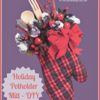 This DIY holiday mitt would make a great hostess gift