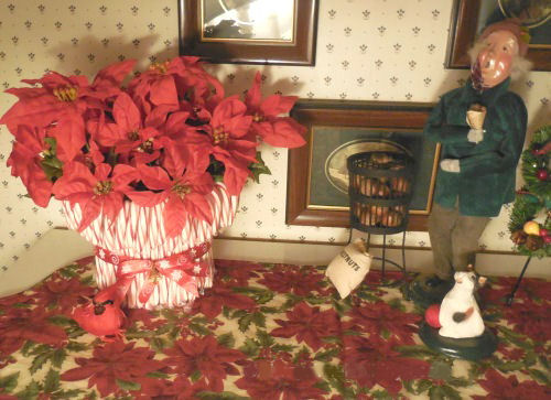 candy cane vase and caroler