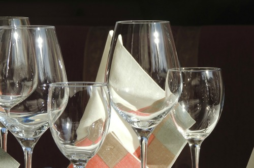 Red and white wines need different glasses