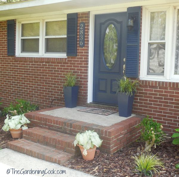 Terrific shutters match front door gallery exterior for Should plantation shutters match trim