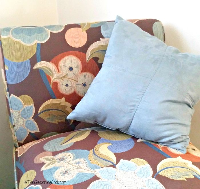 Chair and decorative pillow