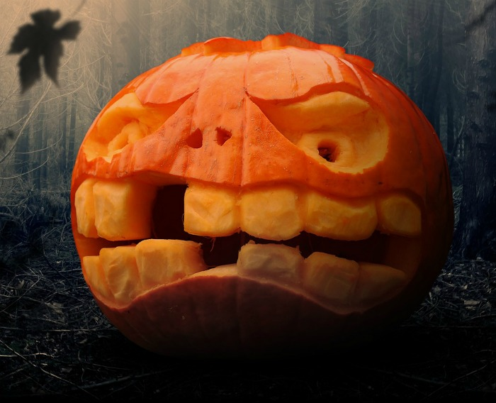 Toothy pumpkin with a big grin