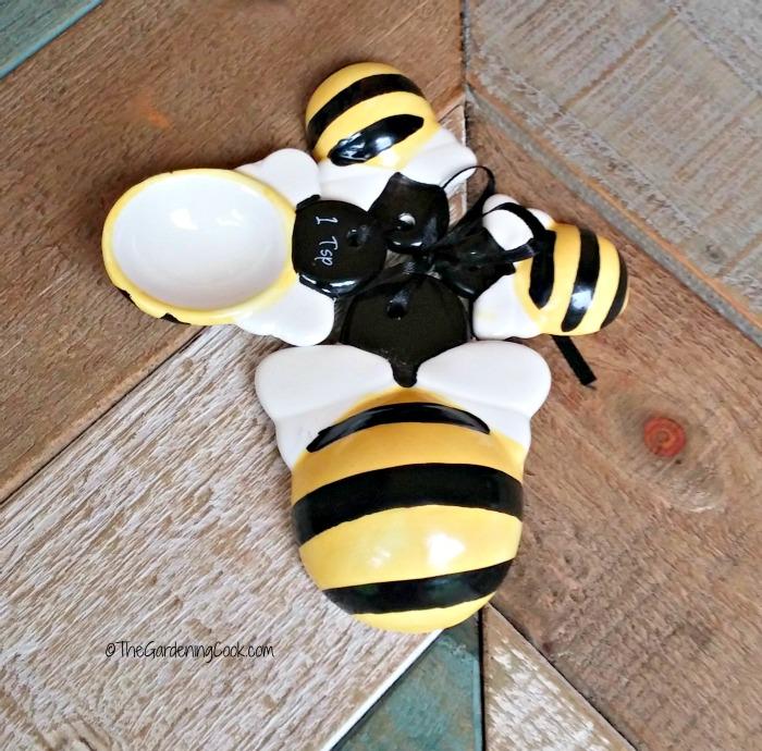 honey bee measuring spoons