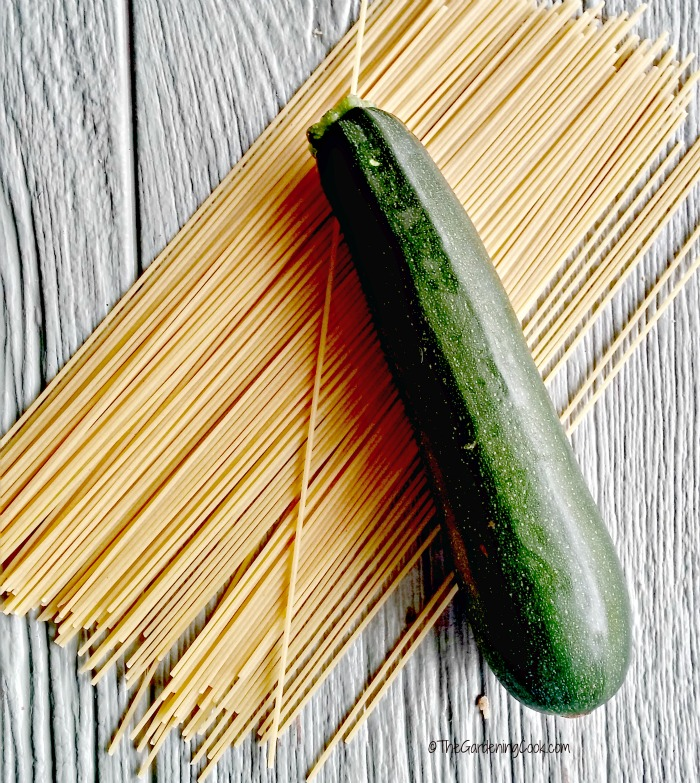 make healthy pasta with zucchini and spaghetti squash