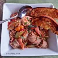 Crock pot Jambalaya with hot garlic bread
