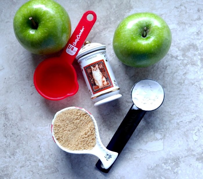 Ingredients for the cinnamon baked apple slices