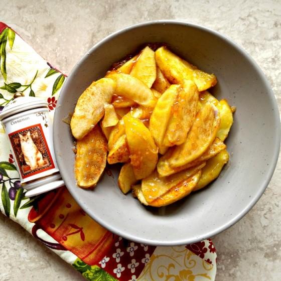 cinnamon baked apple slices