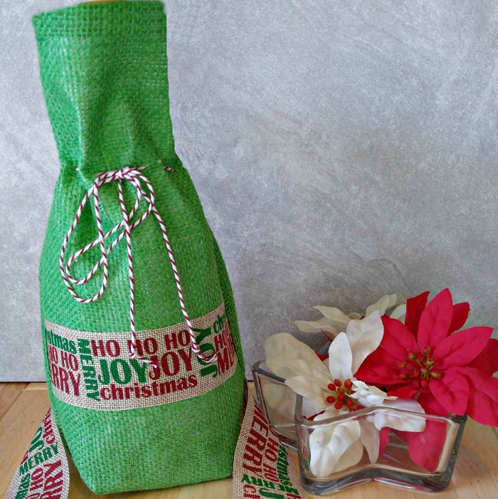 This DIY burlap wine bottle bag is the prefect way to wrap your favorite bottle of wine.