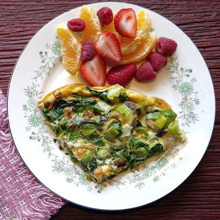 Plate of spinach frittata and fruit