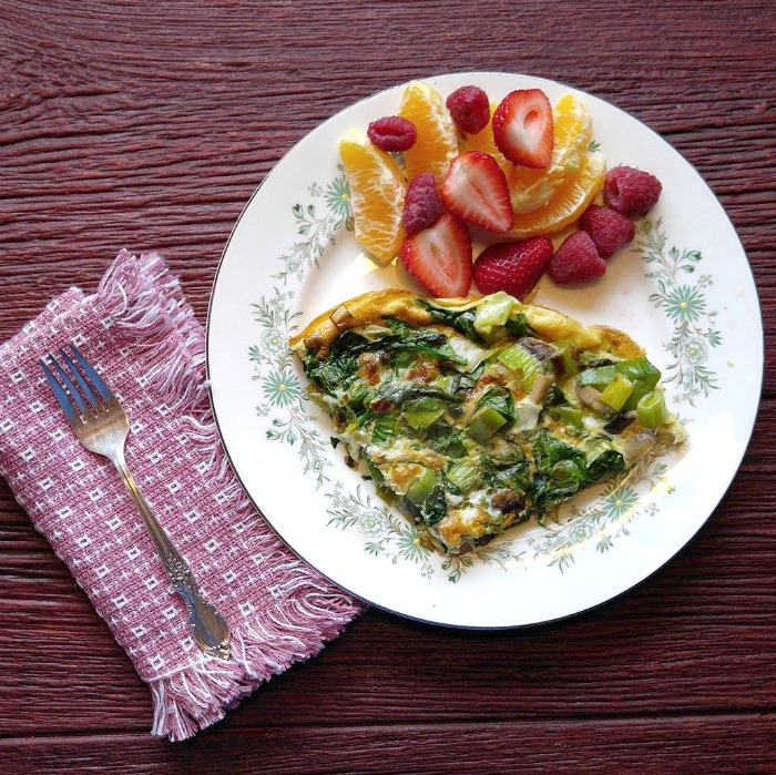 What a great looking breakfast this spinach frittata and fruit makes!