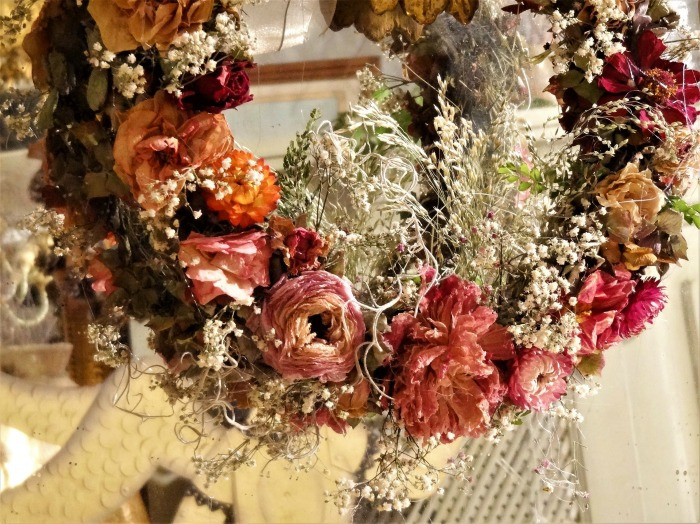Wreath with dried flowers.