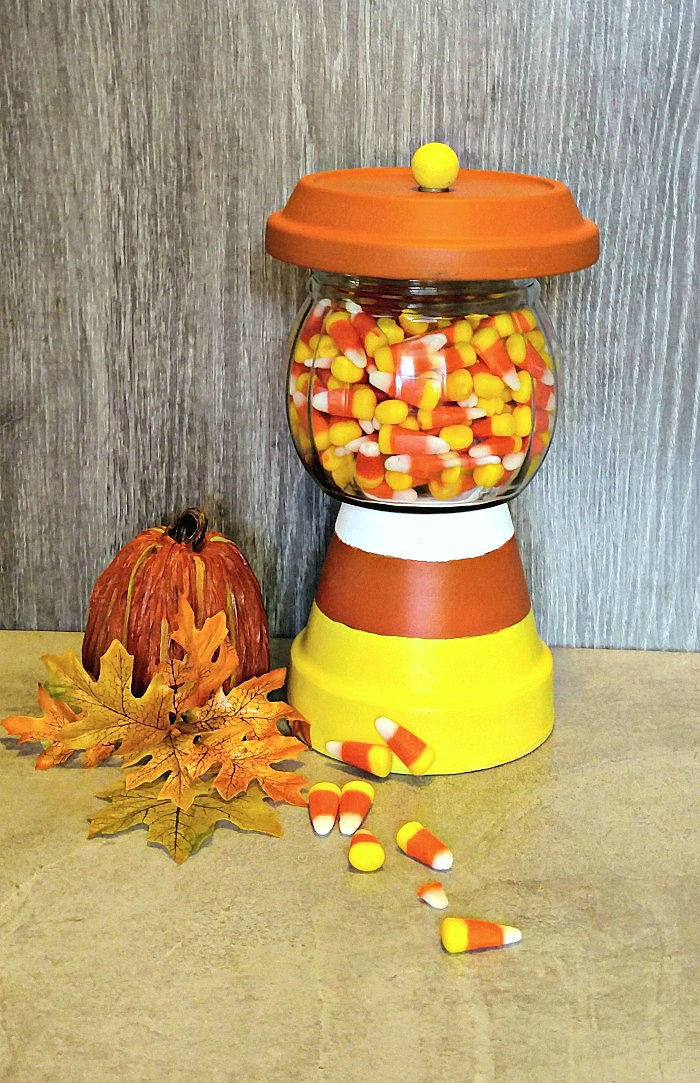 This candy corn holder is fun to make and will be a hit on your Halloween table. #candycorncrafts #halloweendiy