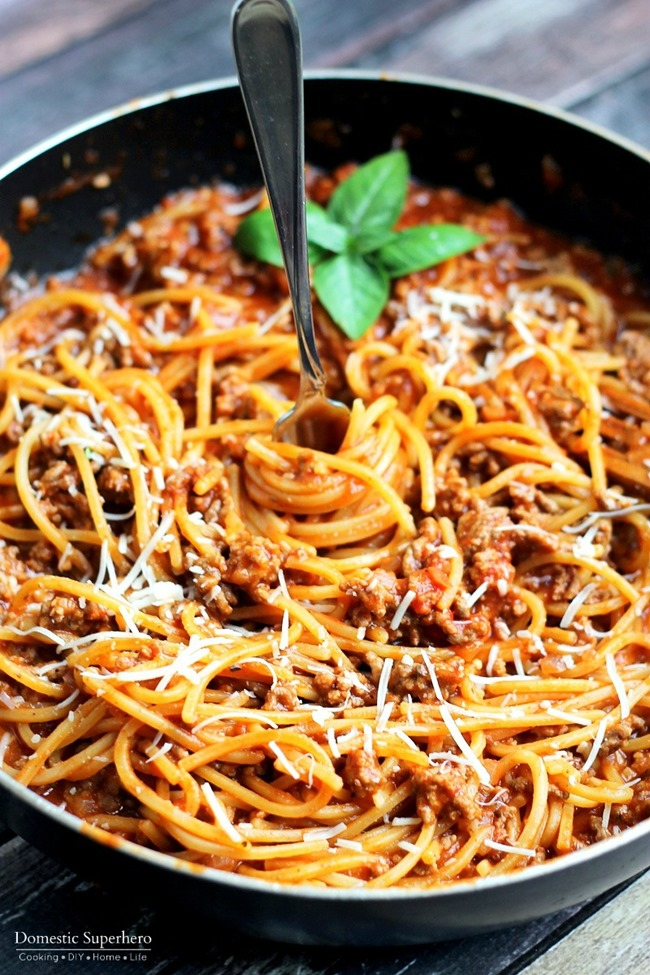 One pot spaghetti with meat sauce from Domestics Super Hero