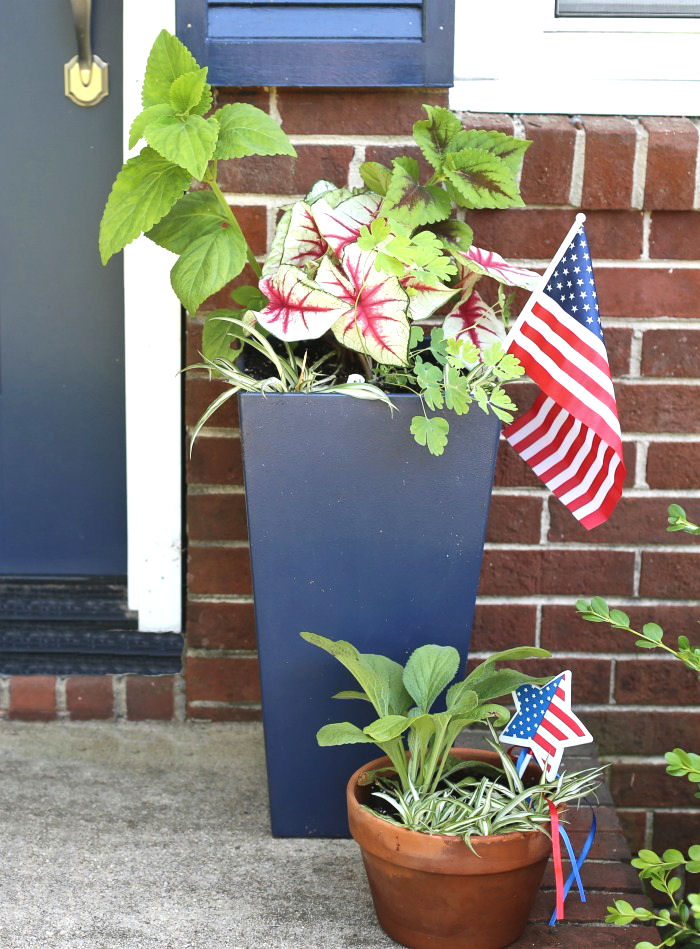 Pair of patriotic planters